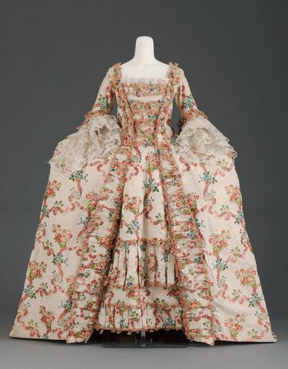《ドレス(3つのパーツからなる)》