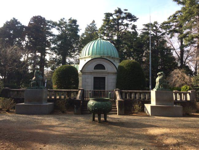 ジョサイア・コンドルが設計した廟(納骨堂)