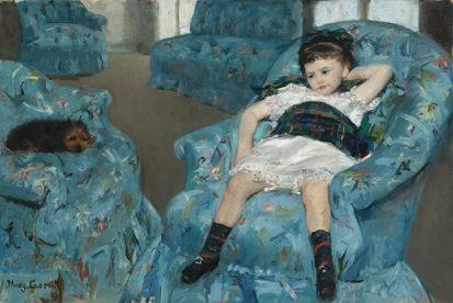 メアリー・カサット 《青い肘掛け椅子に座る少女》