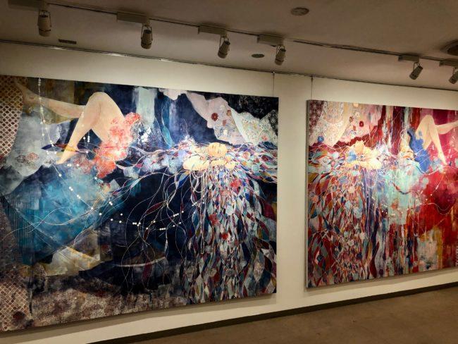 三鑰彩音の個展にて展示された《染みる音》と《纏う温度》
