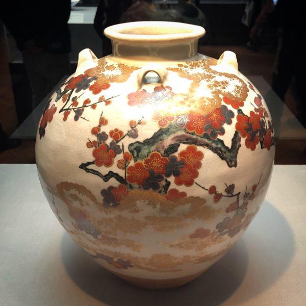 重要文化財の仁清《色絵月梅図茶壺》